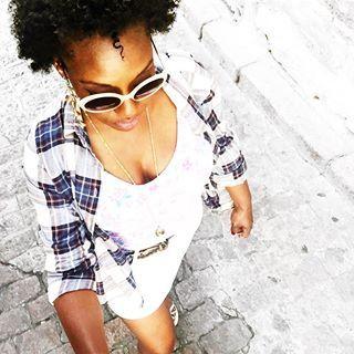 || HOLIDAYS || Je serais bien restée une semaine de plus en vacances moi ! La grosse déprime en arrivant hier soir ... Choc thermique en prime ! Les 35 degrés de #Seville me manque   #afrolifedechacha #style #fashionblogger #blackhair #blogger #fashion #instadaily #instamood #holiday #blackgirl #blackwomen #naturalhair #frenchblogger #look #lookbook #picoftheday #bestoftheday #regret #street #streetstyle #planetig #igers #fashionista #sunglasses