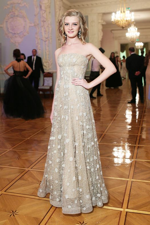Виола Сюткина в Giorgio Armani Vintage, 2012 год.  Бал дебютанток Tatler.
