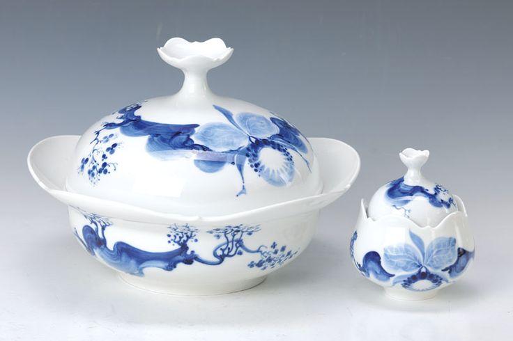 2 Teile Meissen, 20. Jh., Deckelterrine und kleine Zuckerdose, blaue Orchidee, 2. Wahl, l. Altersspuren, H. ca. 20/11 cm  186,- €