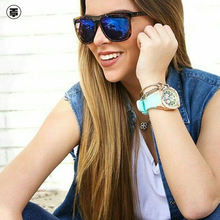 Una sonrisa vale más que mil palabras! #lunes #mundoreloj #tiendadeconfianza  Cra 43 n 75b 187 local 1 Línea de atención 31373740228