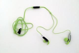 Sennheiser MX 686G http://www.runnersworld.com/electronics/best-earbuds-for-runners/sennheiser-mx-686g