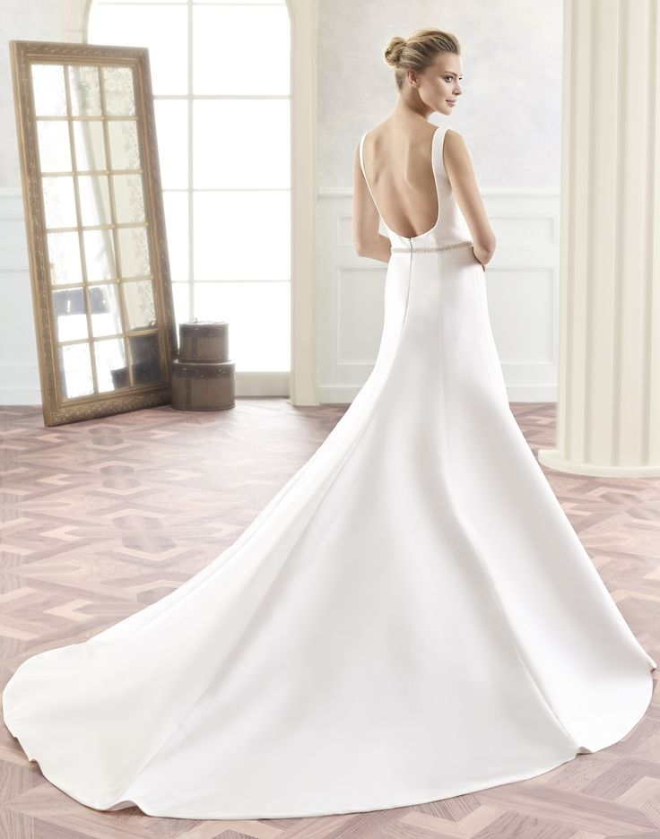 TANGO // This simple, but sophisticated wedding dress, created in mikado or satin, is perfect for the bride looking for a more effortless look