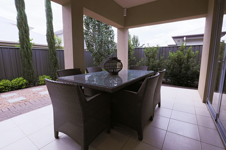 Alfresco dining is the epitome of a relaxing summer evening! #weeksbuilding  #alfresco