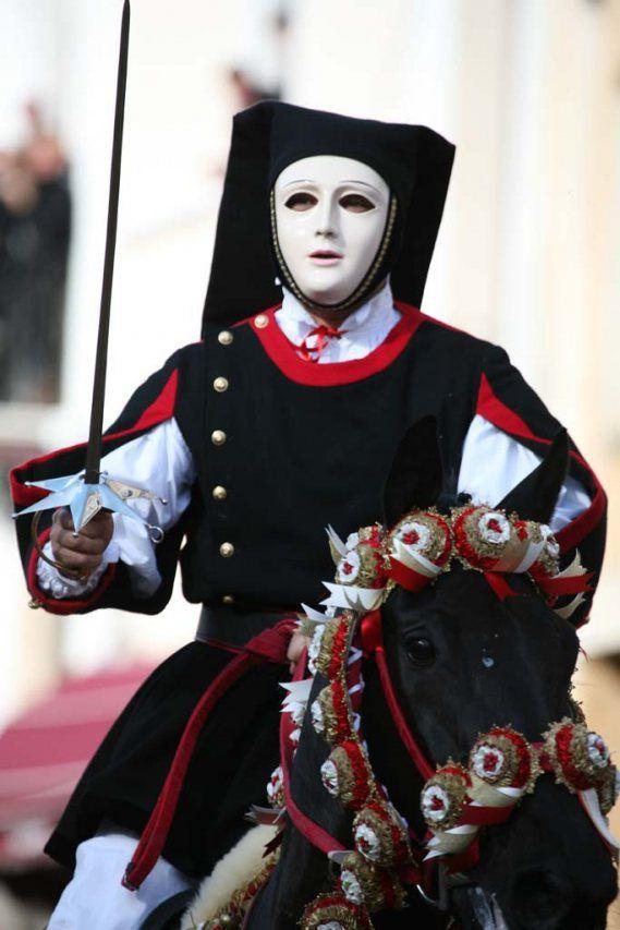 Cavaliere in costume sardo | Fondazione Sa Sartiglia