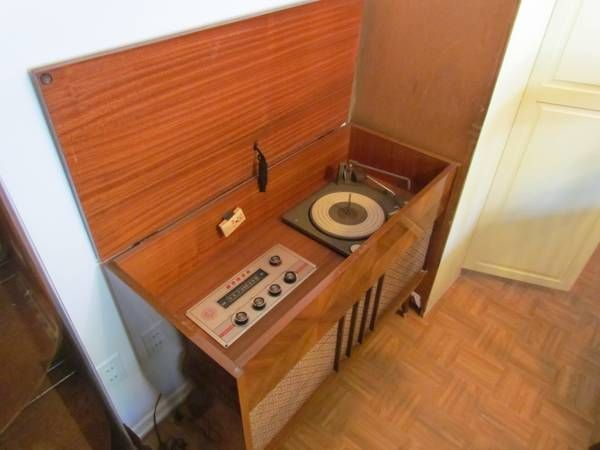 Attractive Vintage Mid Century Stereo Cabinet MORSE Radio + Record Player TURNTABLE  With 45 Inserts *