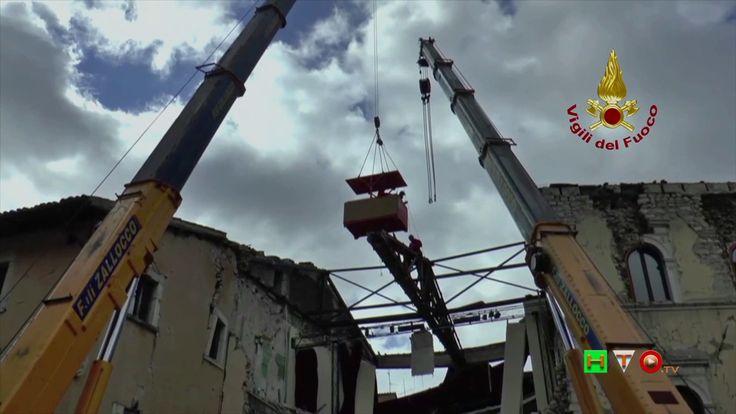 Vigili del Fuoco - Visso - Lavori per rimozione capriate tetto teatro - ...