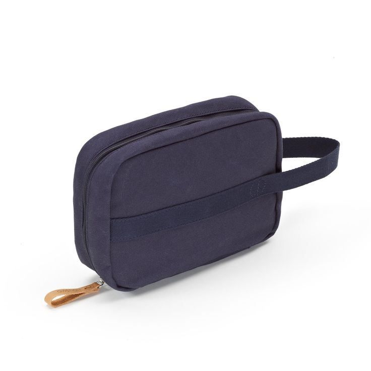 QWSTION - TOILETRY KIT - ORGANIC NAVY - The Toiletry Kit is the perfect add-on for the road, the air or wherever else your travels may take you. This compact, functional piece of luggage comes in our signature-coated canvas, multiple storage pockets will keep your toiletries organised during your travels and the easy access hanger will allow you to have everything readily available wherever you end up.