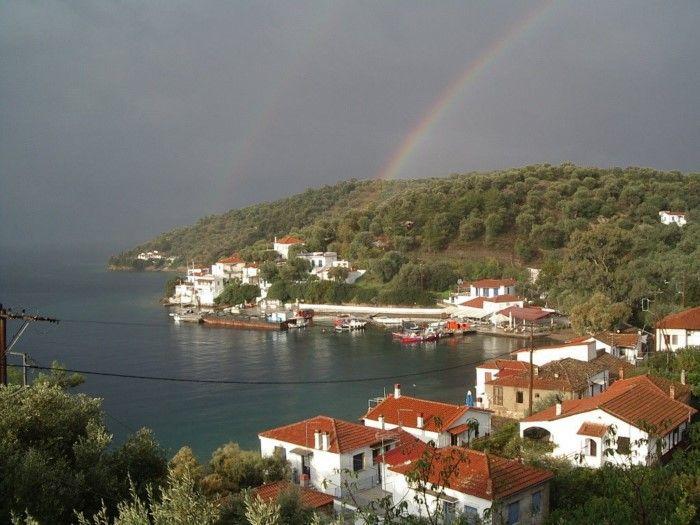 Το μοναδικής και σπάνιας ομορφιάς άγνωστο ελληνικό νησάκι που το επισκέπτεσαι μόνο με.. θαλάσσιο ταξί! Τρίκερι στο Νότιο Πήλιο