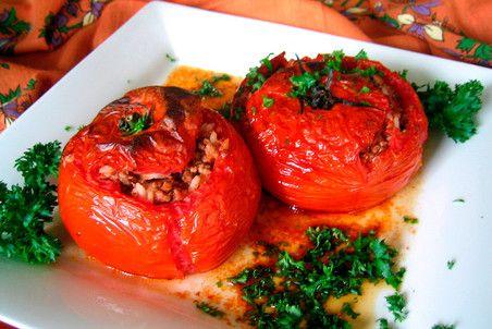 Июль — сезон помидоров. Пора готовить французский томатный тарт, турецкую долму, израильскую шакшуку, итальянский суп паппа аль помодоро или мексиканский соус пико де галло. Лето — радость для локаво…