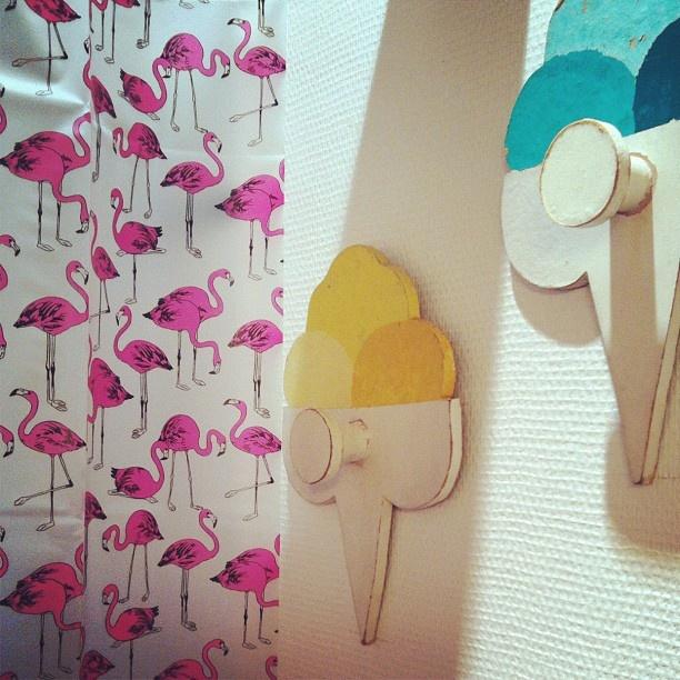 17 best images about palm springs flamingo bathroom on pinterest bathrooms decor vinyls and. Black Bedroom Furniture Sets. Home Design Ideas