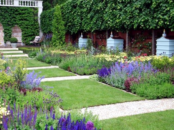 Formal Gardens Appeal To Our Sense Of Order. Much Of The Pleasure We Take  From Them Comes From Our Love Of Structure And Symmetry. Layouts Are  Usually Based ...