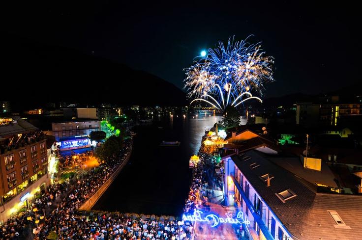 Semplicemente incantevoli i Fiori di Fuoco a Omegna, anno 2009! Ogni anno un nuovo appuntamento del Campionato del Mondo di Fuochi d'Artificio!  ph_Foto Studio RDS