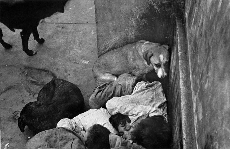Sergio Larrain. Vagabond children. CHILE. Santiago. 1955.