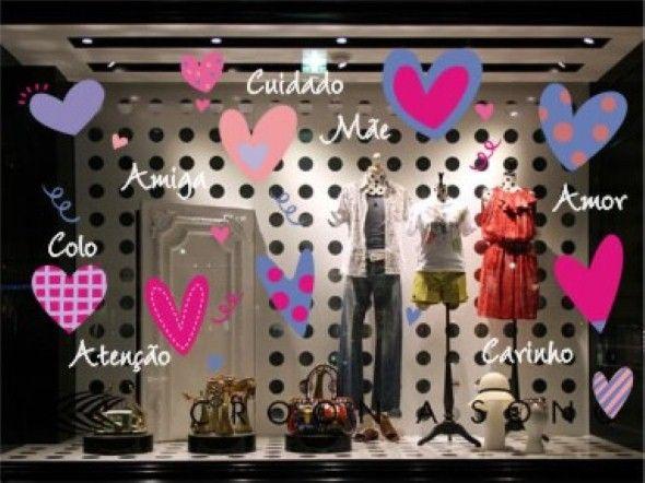Neste artigo separamos algumas dicas de como lojistas podem decorar as vitrines de suas lojas de forma especial para o Dia das Mães.
