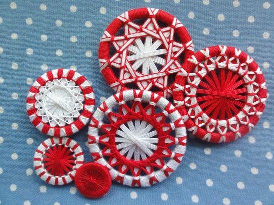 糸ボタン紅白
