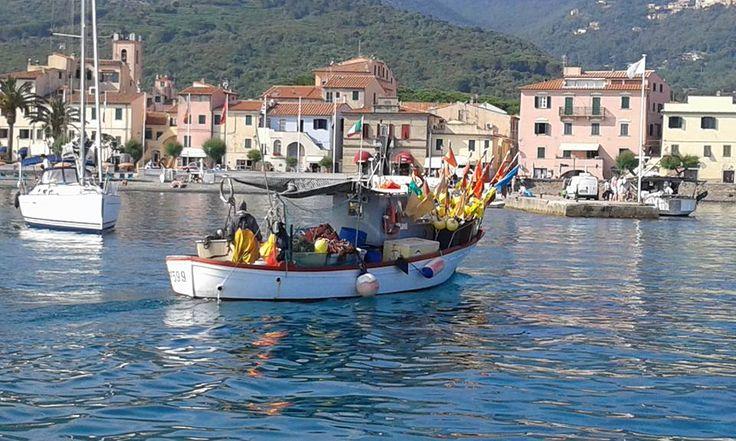 Peschereccio che rientra dalla Pesca. Marciana (Isola d'Elba)