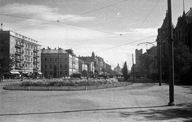 Kossuth tér a Piac utca felé nézve.