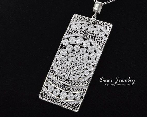 Sterling Silver Filigree Infinity Pendant von DewiJewelry auf Etsy