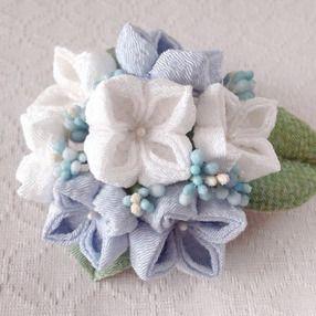 〈つまみ細工〉紫陽花の髪飾り(大・白と水色)の画像