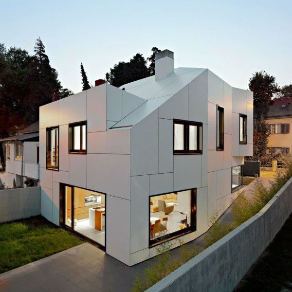 Unique Exterior from Family House Design Ideas with Modern and Contemporary Interior 600x600 Family House Design Ideas with Modern and Contemporary Interior