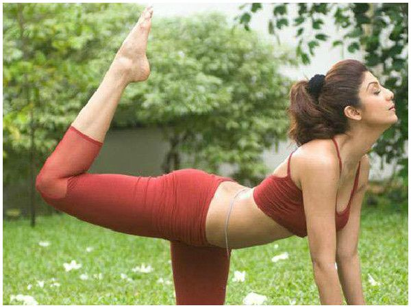 14 Hot Bollywood Actresses Who Swear By Yoga