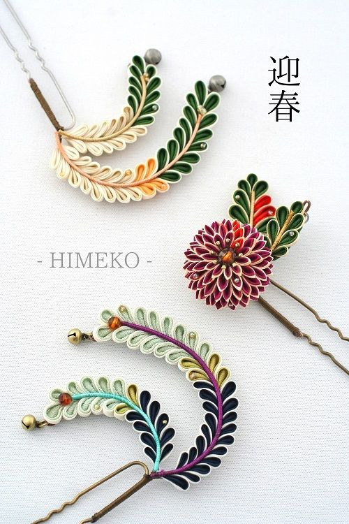 Very interesting and pretty look for these, eyecatching color scheme | つまみ細工/Kanzashi● silk art HIMEKO facebookpage https://ja-jp.facebook.com/himekosilkart ● http://www.a-yarn.com/