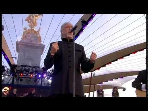 Tom Jones - Delilah - Diamond Jubilee Concert - YouTube
