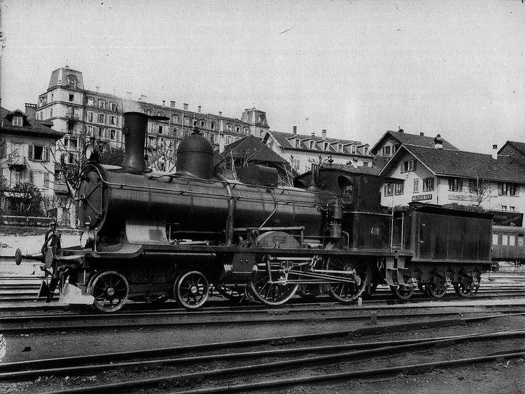 Schnellzuglocomotive A 2/4 Nr. 418 der Schweizeriſchen Bundesbahnen, gebaut 1902 inn der Schweizeriſchen Locomotiv- und Machines-Fabrique zů Winterthur (Fabr-Nr. 1473), 1923 außer Dienſt geſtellt und anſchließend abgebrochen; aufgnommen um 1903 im Fahrzeug-Dépôt Stadtbach zů Bern.