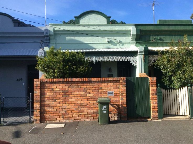 Jean Dowling age 15 was murdered by her husband at her mothers house in Canning St, Carlton in 1944.  The Victorian married act changed in 1991, so that men could no longer marry a girl as young as 14. #murder #melbournemurdertours #twistedhistory #carlton