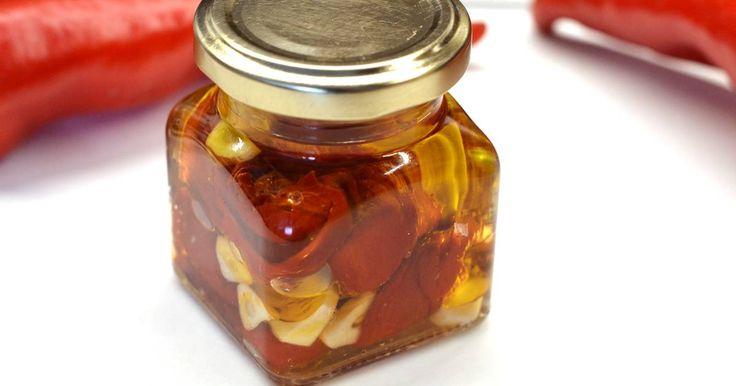 Mennyei Sült paprika recept olajban recept! A sült paprika frissen is tökéletes köret, savanyúság helyettesítő lehet. Pirítósra téve, pici sóval, borssal megszórva pedig remek előétellé válhat.