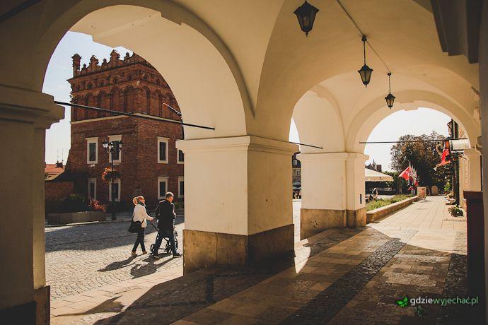 Sandomierz, podcienia na rynku