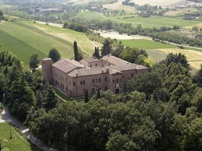 CASTELLO DI SPEZZANO  Via del Castello, 12 - Spezzano - 7 km dall'hotel