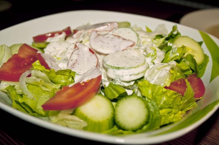 Crispy MIXED SALAD with homemade, spicy herb dressing! (out…  – Einfache Salat… – Salat