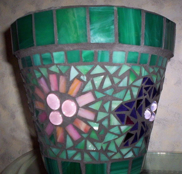 GardenDivaDeb Mosiac flower pot.  Have to learn how to do this!