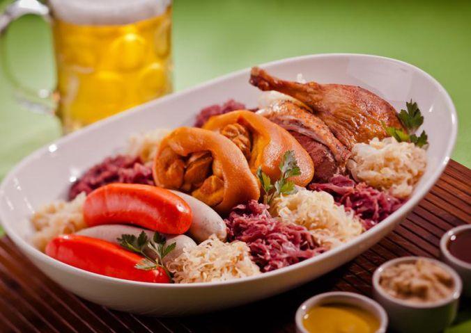 A Gastronomia Pomerodense é diversificada, contendo restaurantes especializados na cozinha alemã, italiana e portuguesa.  #Restaurantes #Pomerode #Viagem #Gastronomia #SantaCatarina