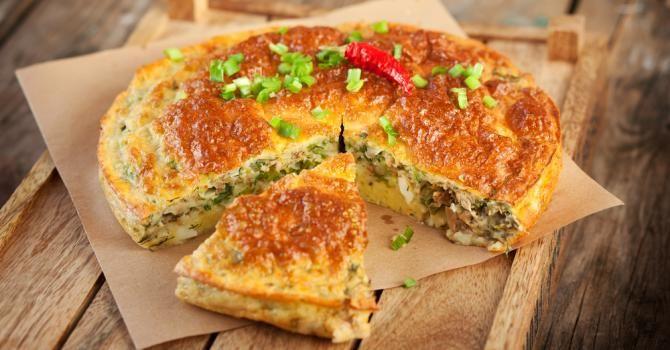 Recette de Tourte feuilletée farcie au thon. Facile et rapide à réaliser, goûteuse et diététique. Ingrédients, préparation et recettes associées.