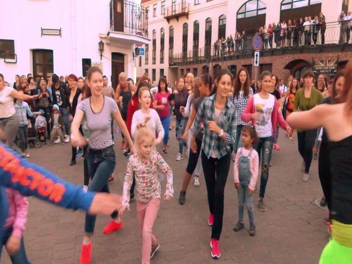 #пешеходка #зумба #немига #минск #верхнийгород #zumbaminsk #fitness #belarus #музыкальныйпереулок #инструктор #тренер #dance #nemiga #minsk #zumba #zumbacommunity #zumbavideos