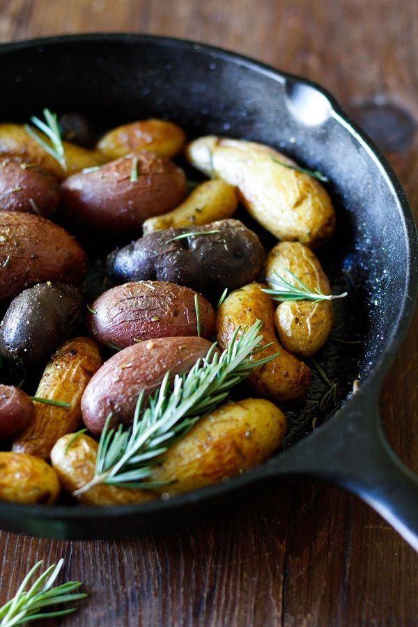 Rosemary Roasted Fingerling Potatoes - an easy and comforting side dish that goes with any meal!