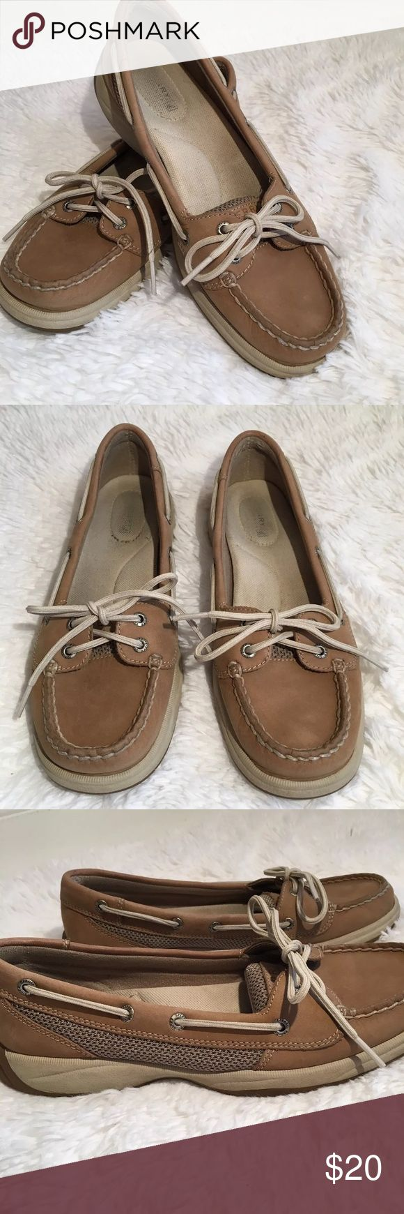 Sperrys Top Siders Boat Shoes Women's Tan 8 Sperry Top Siders Size: 8 Color: Beige Materials:Leather Upper  Condition: Preowned, in good condition, inside soles show some wear Sperry Top-Sider Shoes Flats & Loafers
