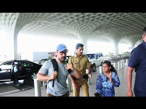 WATCH Aamir Khan SPOTTED at Mumbai Airport all BUFFED up for DANGAL. See the full video at : https://youtu.be/rIK4rHaVFyE #aamirkhan