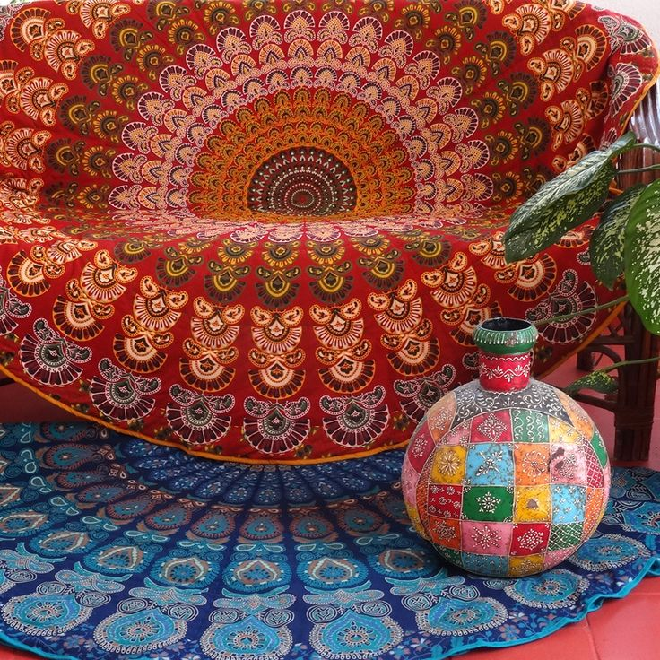 Tapis rond /couvre fauteuil, dessin Mandala orange/rouge et multiclore en coton doublé ouatine : Textiles et tapis par akka-accessoires