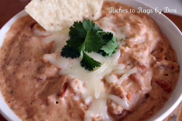 Ranch Bean Dip!Ingredients  1 pkg ranch dressing 1 cup of sour cream 2 cups of  shredded cheese 1 Can of Refried Beans Put it in a sauce pan or crock pot and let it melt away! Serve warm with chips.