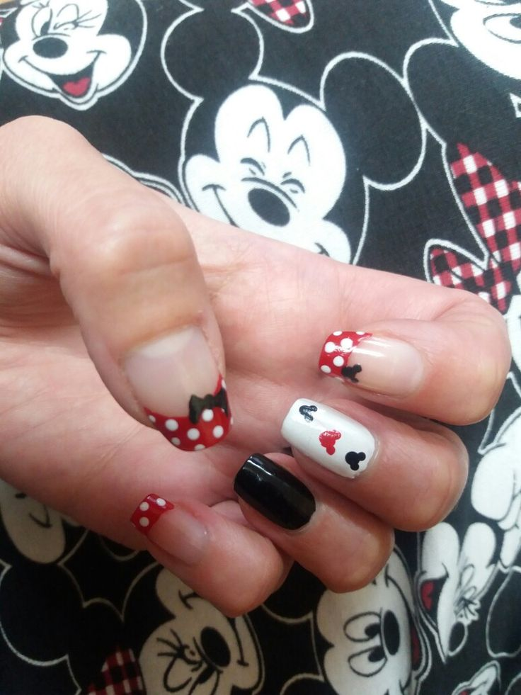 Minie mickey mouse nails: red, black, white