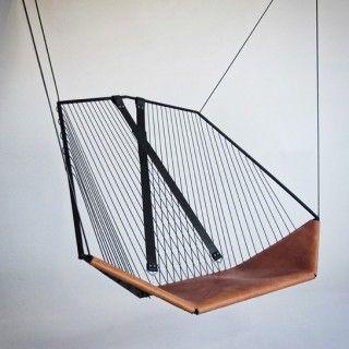 The suspended chair by Ateliers Guyon http://www.etvonweb.be/58169-design-la-chaise-suspendue-par-les-atelirs-guyon