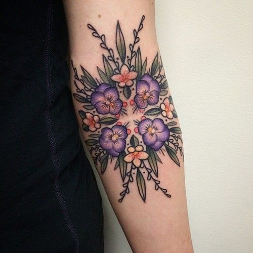 I think i want something floral on one arm and my God prayer tattoo on my other one. Uh oh.. plans.. So floral on the left.