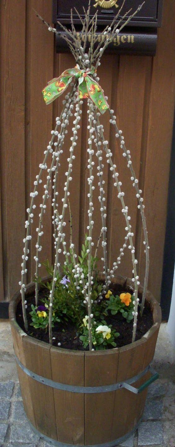 Ha nemcsak bent, de a kertedben is szeretsz díszíteni, akkor azt tavasszal barkával megteheted.