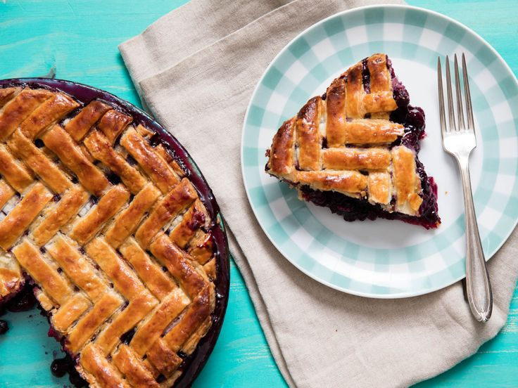 If you're itching to step up your lattice pie game this summer, then a herringbone lattice is the design for you. It looks crazy, to be sure, but I've broken the whole pattern down row by row.