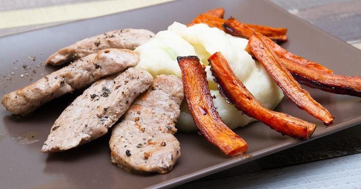 Szűzérmék póréhagymapürével - Ez az étel kiváló példája annak, hogy az egyszerű ételek is mennyire ragyogóan nagyszerűek lehetnek. Minden csak az alapanyagok minőségén és egy kis rafinérián múlik. A krumplipürét ismét feldobtuk, ezúttal egy kis póréhagymával, emellett édesre pirított sárgarépát is körítünk a steak mellé. Mit mondhatnánk...a szűzérmék póréhagymapürével egy jó választás!