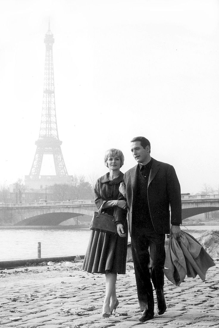 Joanne Woodward and Paul Newman in Paris.  A beautiful couple in a beautiful city.