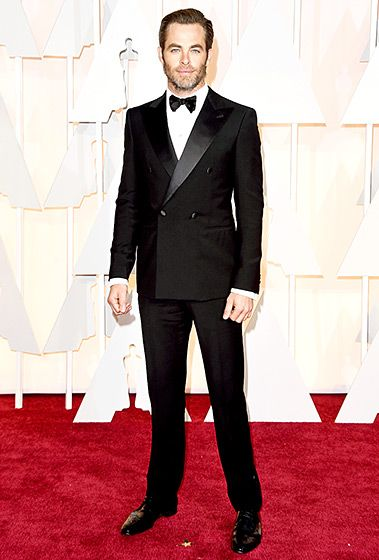 With slicked-back hair and just a bit of scruff, Pine hit the carpet in a peak-lapeled, double-breasted tuxedo, with Fred Leighton and David Yurman accessories.